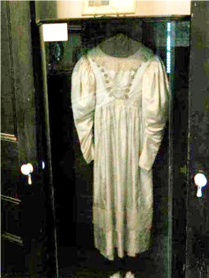 vestido-embrujado-de-Anne-Baker